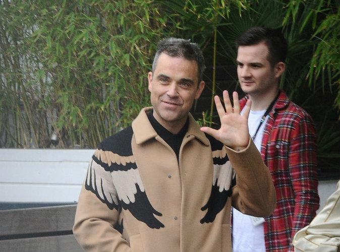 Robbie Williams : hilarant, il se dévoile entièrement nu sur Instagram !