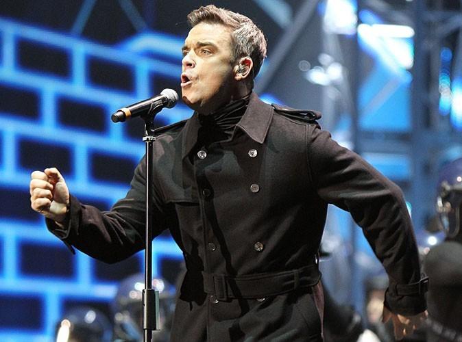 Robbie Williams montre sa partie intime à 82 000 fans !