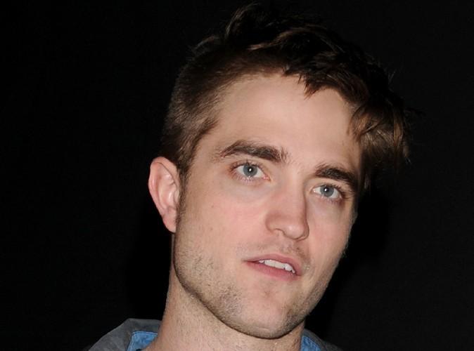 Robert Pattinson : il offre une nouvelle guitare à un sans abris !