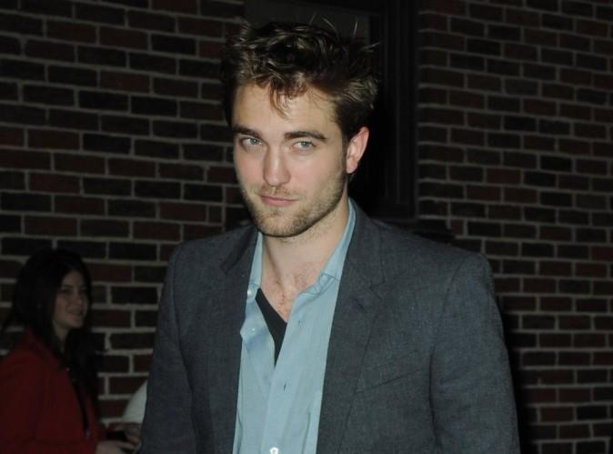 "Robert Pattinson : ""Kristen Stewart est incroyable en mariée !"""