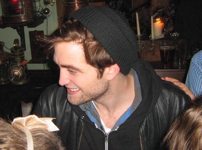 """Robert Pattinson veut """" défoncer le c** """" des paparazzi !"""