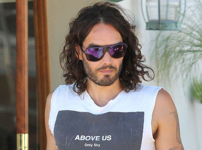 Russell Brand : il sort avec sa coiffeuse !
