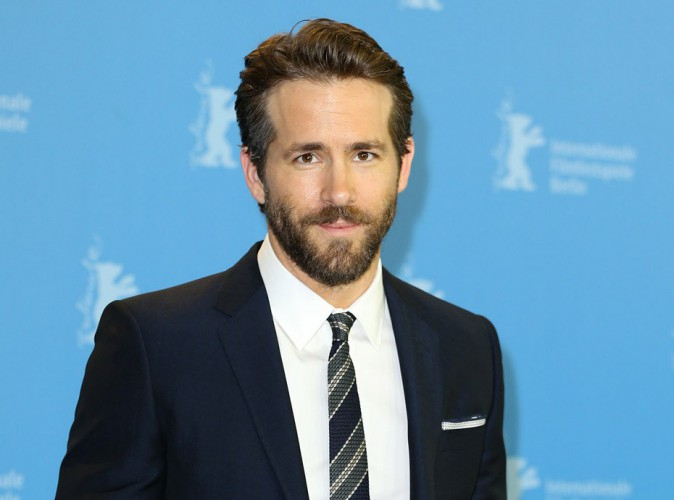 Ryan Reynolds nous invite � un moment tr�s chaud avec son costume de super h�ros !