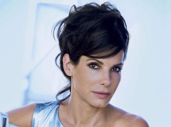 Sandra Bullock : comme Rihanna, elle cède à la coupe mulet en Une de Vogue !