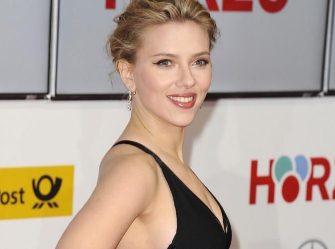 Scarlett Johansson : pas complexée, elle nourrit ses rondeurs à coups de burgers !
