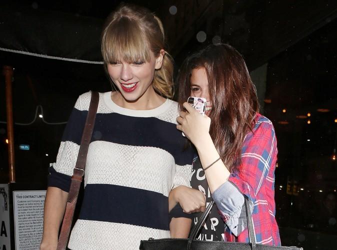 """Selena Gomez : """"Taylor Swift m'aide à traverser la séparation…"""""""