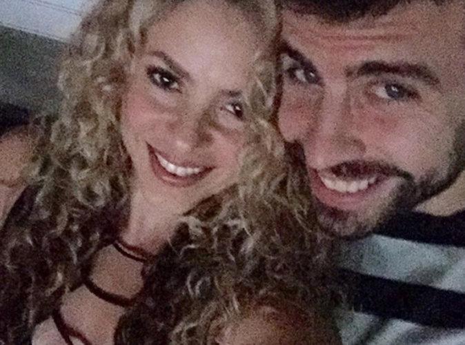 Shakira décolletée pour son homme, elle sait entretenir la flamme !