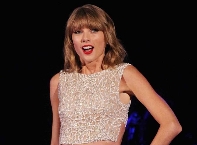 """Taylor Swift : découvrez les messages secrets contenus dans son album """"1989"""" !"""