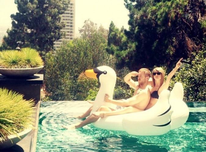 Taylor Swift et Calvin Harris : bikini et canard, ils nagent en plein bonheur !