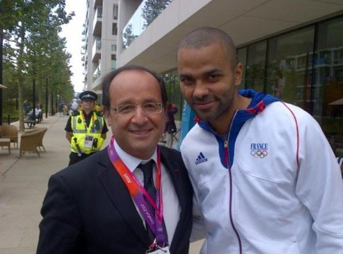 Tony Parker : il prend la pose avec François Hollande aux JO de Londres !