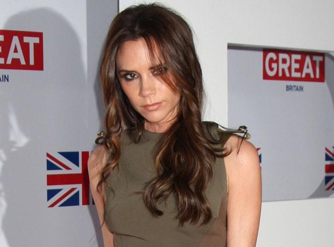 Victoria Beckham : elle profite de son séjour à Beijing pour promouvoir ses robes chicissimes...