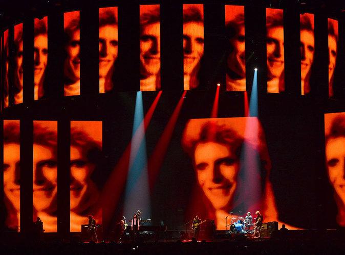 Vidéo : Brit Awards 2016 : l'hommage sobre de Lorde à David Bowie