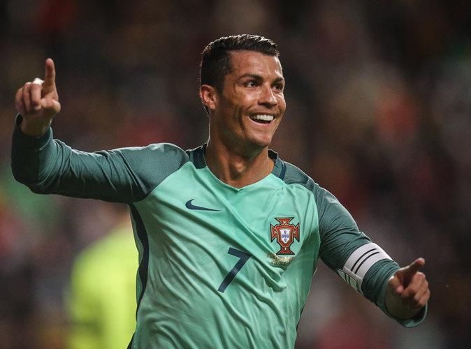 Vidéo : Cristiano Ronaldo se lance dans un twerk enflammé durant l'entraînement