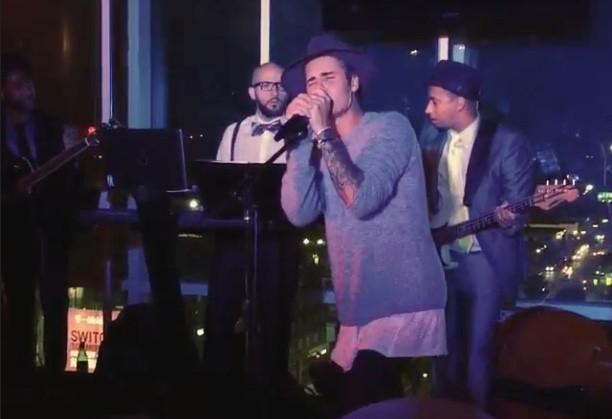 Vidéo : Justin Bieber : il reprend les Boyz II Men pour un show surprise !