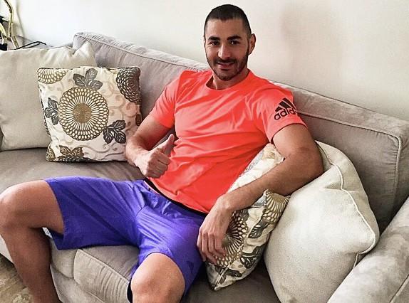 Vidéo : Karim Benzema : Il fait danser sa fille sur du 2Pac !
