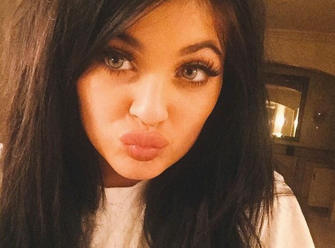 Vidéo : Kylie Jenner surprise la main dans la culotte de sa sœur Kendall !