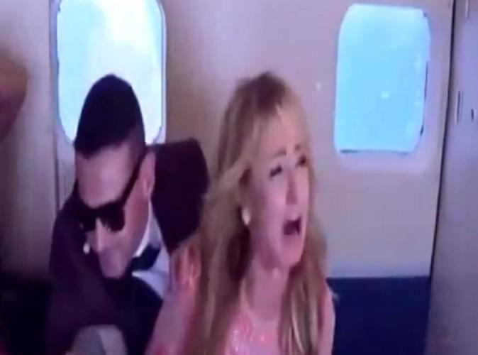 Vidéo : Paris Hilton victime d'un crash d'avion : le canular qui a rendu la bimbo folle !