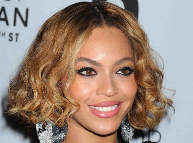"""Vidéos : Beyoncé : elle dévoile ENFIN tous les clips de l'album """"Beyoncé"""" en intégralité !"""