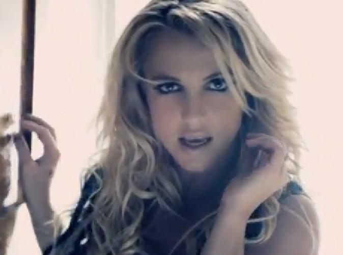 Vidéo : Britney Spears : découvrez la en braqueuse très hot dans Criminal !