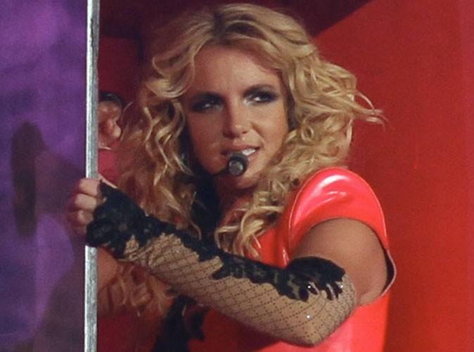 Vidéo : Britney Spears : elle fait monter son fils Sean Preston sur scène !