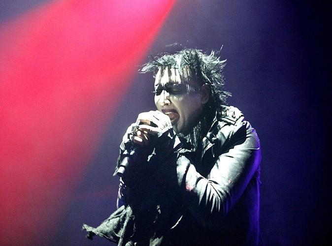 Vidéo Buzz : Marilyn Manson s'effondre sur scène !