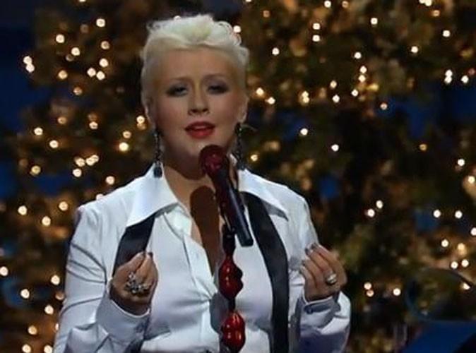 Vidéo : Christina Aguilera : elle chante mieux Noël que l'hymne américain !