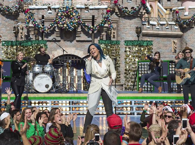 Vidéo : Demi Lovato : sa performance live pour la parade féérique de Noël de Disneyland !
