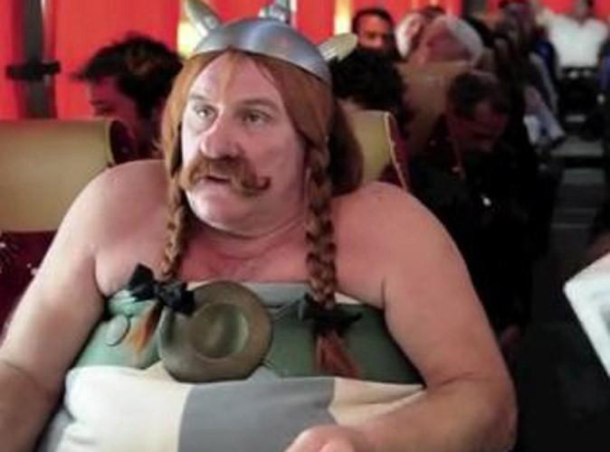 Vidéo : Gérard Depardieu : pipi dans l'avion ? Il en fait une parodie !