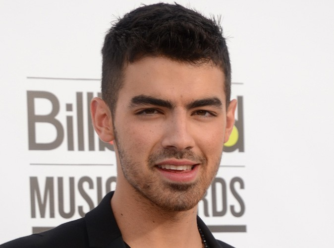 Vidéo : Joe Jonas : il parle d'une de ses célèbres ex dans son premier clip en solo !