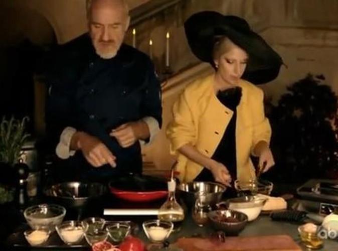 Vidéo : Lady Gaga : elle prend un cours de cuisine habillée en haute couture !