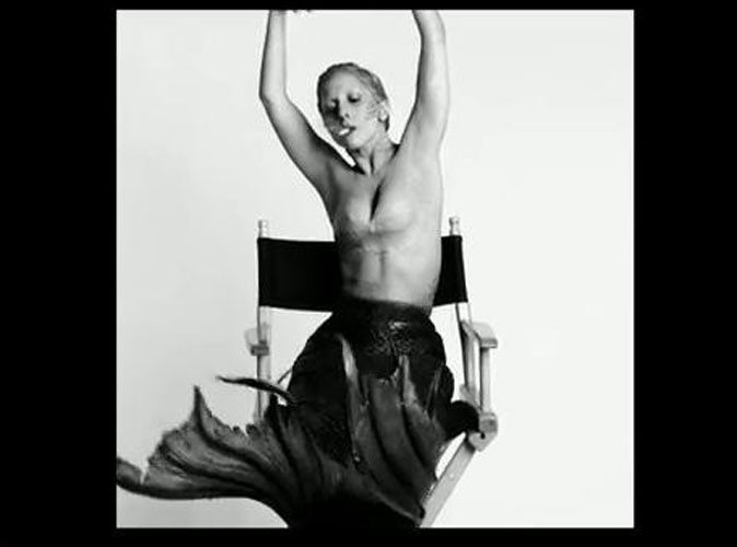 Vidéo : Lady Gaga : sirène fumante dans la 4 ème version du clip de You and I !