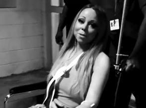 """Vidéo : Mariah Carey : elle quitte l'hôpital avec le bras en écharpe... Mais le """"show must go on"""" !"""