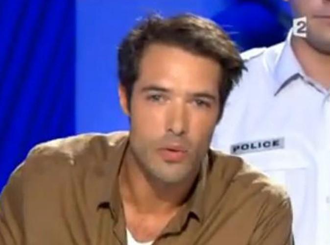 """Vidéo : Nicolas Bedos : entouré de deux policiers pour revenir sur sa garde de vue dans """"On n'est pas couché"""" !"""