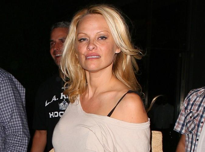 Vidéo : Pamela Anderson : saoule, elle offre un lapdance en plein restaurant…