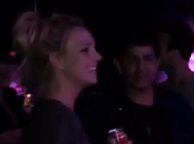 Vidéo : regardez Britney Spears découvrir la scène de son Femme Fatale Tour pour la première fois !