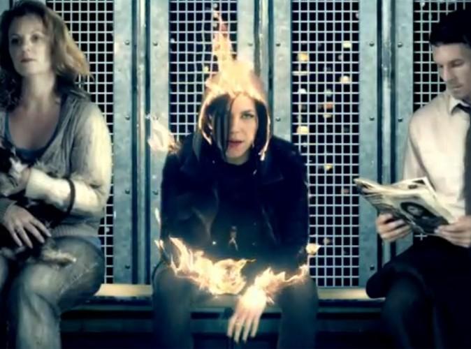 Vidéo : Skylar Grey : elle prend feu dans le clip d'Invisible, son nouveau tube !
