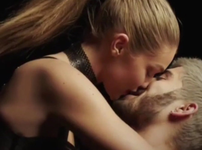"Zayn Malik : le chanteur embrasse Gigi Hadid dans son premier clip en solo ""Pillowtalk"" !"