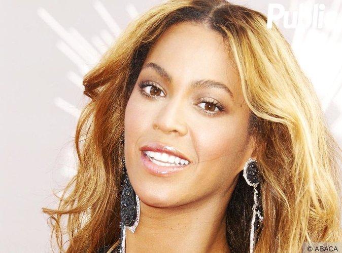 Beyoncé : En train d'accoucher de ses jumeaux ?