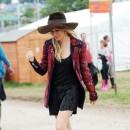 Caroline Receveur, fan du style de Sienna Miller !