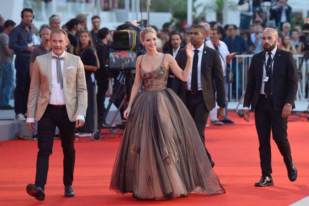 Jennifer Lawrence et Darren Aronofsky s'ignorent magistralement à Venise !