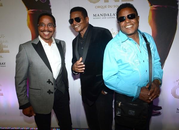 Les frères Jackson participent à la première du spectacle Michael Jackson ONE