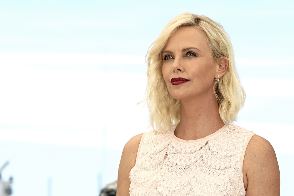 Public Story : Charlize Theron, une blonde atomique !